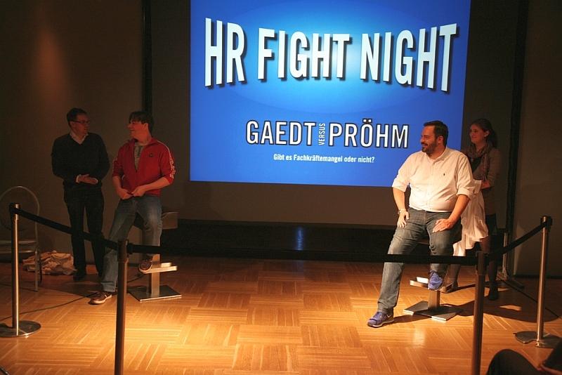 HR Fight Night im Rahmen des HR BarCamp 2015: Tim Oliver Pröhm (r.) gegen Martin Gaedt.